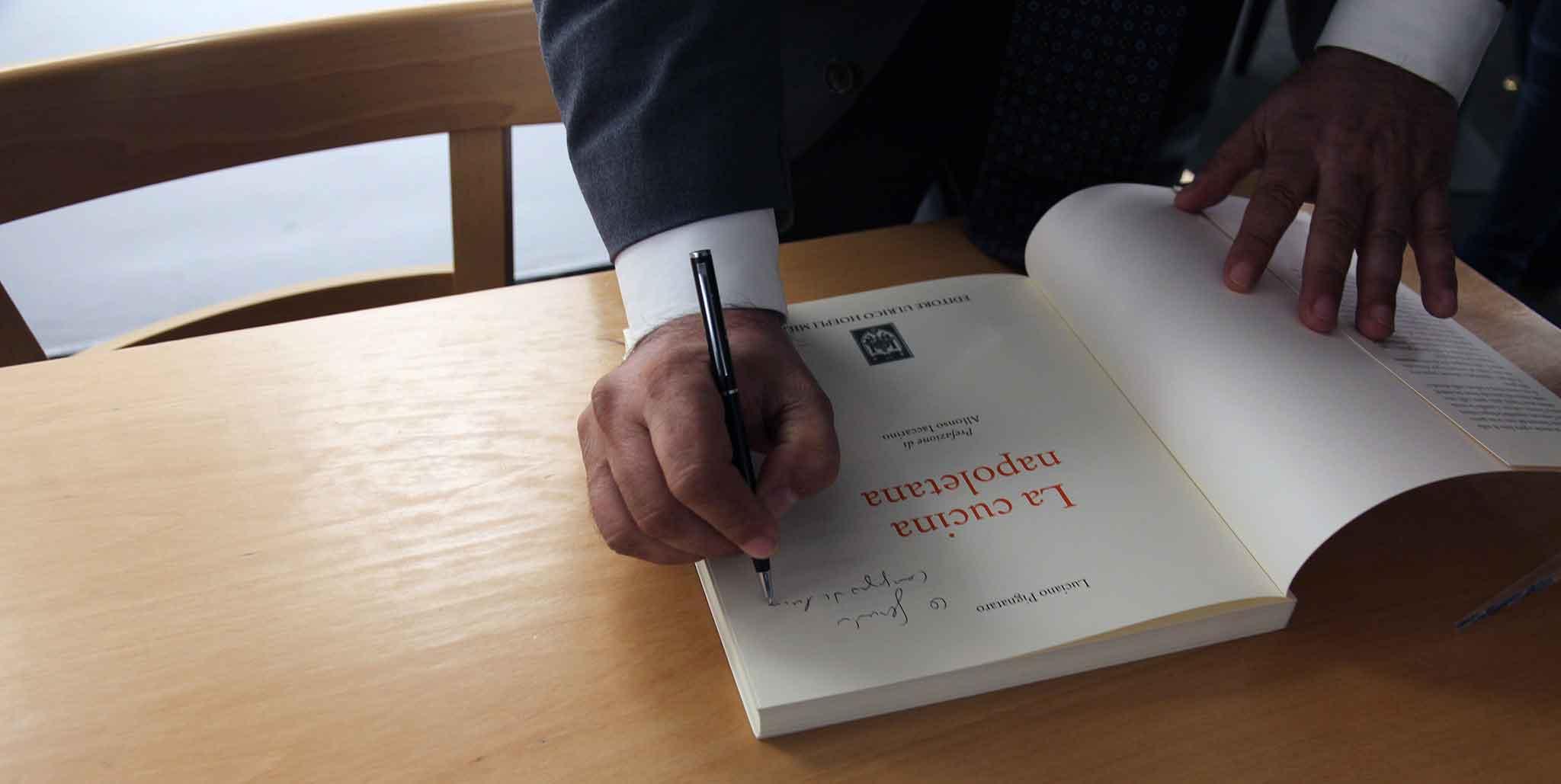 La cucina napoletana il libro di Luciano Pignataro che non  solo pizza