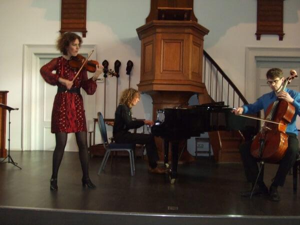 Sprankelende tangomiddag met Trio Escapada