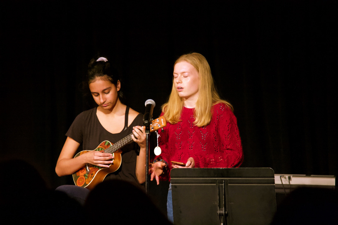 "Ukuleleist Sarina Rye, a junior, sings with and accompanies senior Héloïse Schep for their mash-up of ""Falling"" and ""Cosmic Love"" by Florence and the Machine. (Photo by Shimin Zhang)"