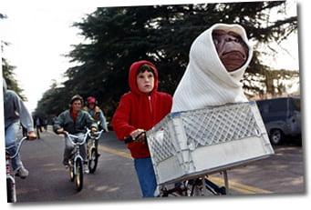 Nombre de dangers attendent E.T. et ses amirs sur le chemin du retour vers les siens (son monde ordinaire).