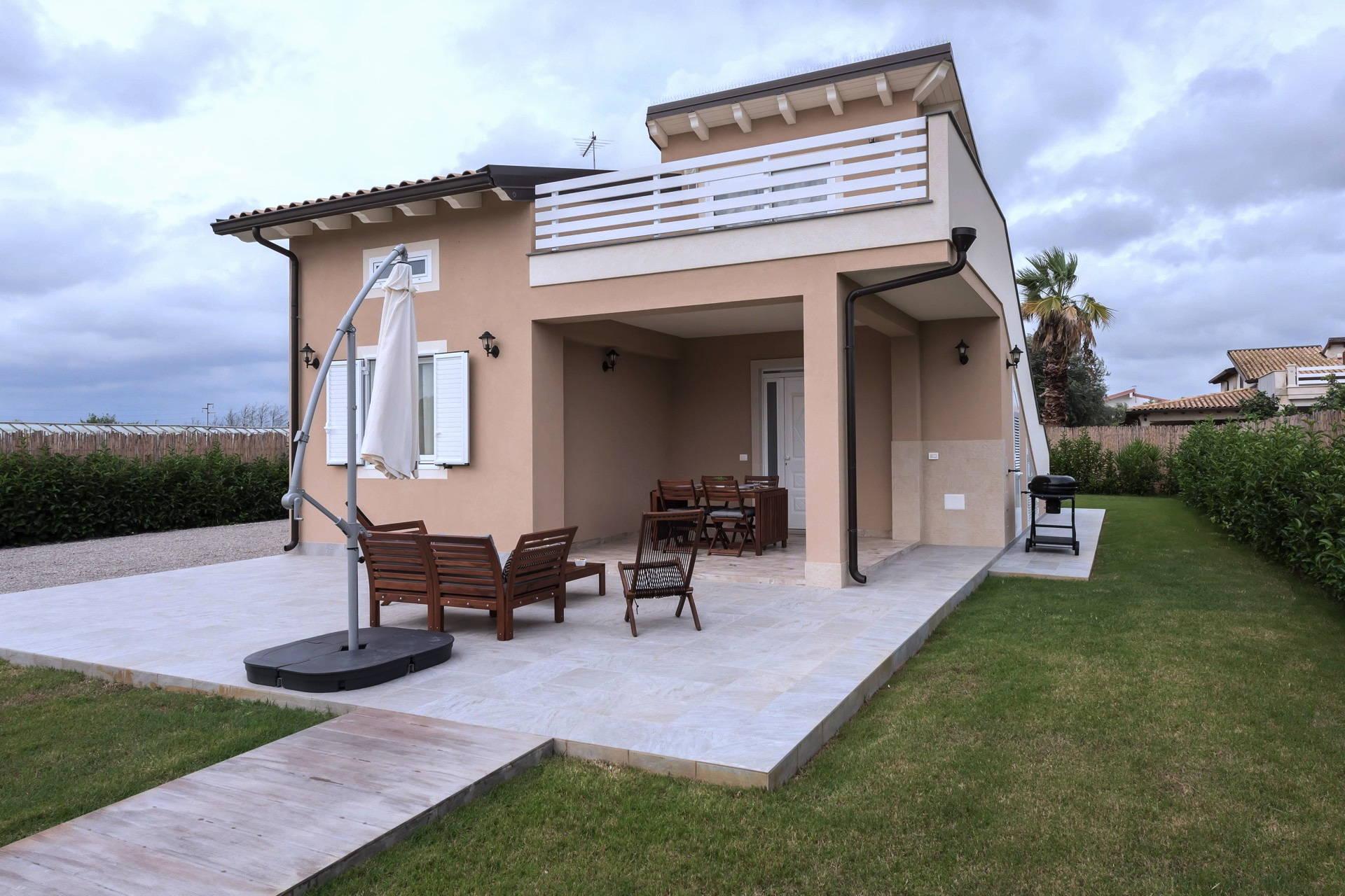 Le facciate di case che abbiamo visto in questa carrellata permettono di capire come l'esterno di una casa moderna possa arricchire. Villa Erica Scent Of Sicily