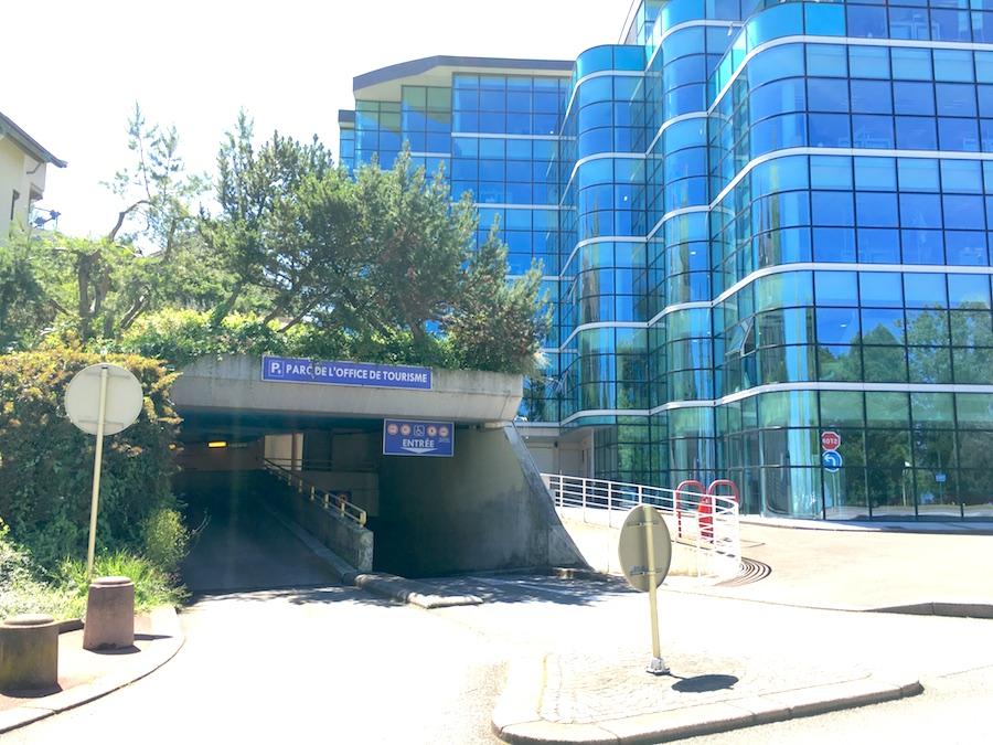 parking entrance evian