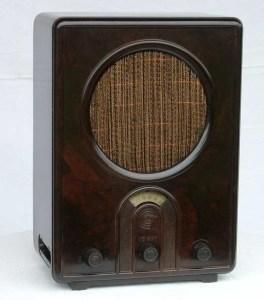Radio met behuizing van bakeliet