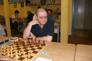 Der einzige GM Sergej Kalinitschew will ebenfalls ein Wörtchen um den Turniesieg mitsprechen.