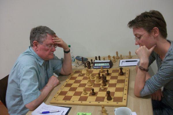 In der 2. Runde schlug Heinrich Burger die stark aufspielende Lena Gebigke.