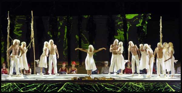 """רקדנים בתת-הקטע """"האחו"""" - <strong>כרמינה בורנה</strong> למרגלות המצדה (צילום: יוסי צבקר)"""