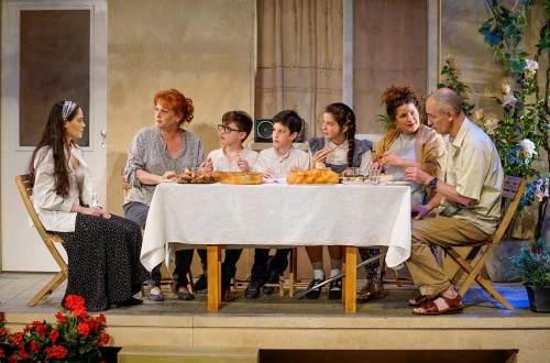 תכירו את סבא וסבתא, מתוך ההצגה השיבה (צילום: רדי רובינשטיין)