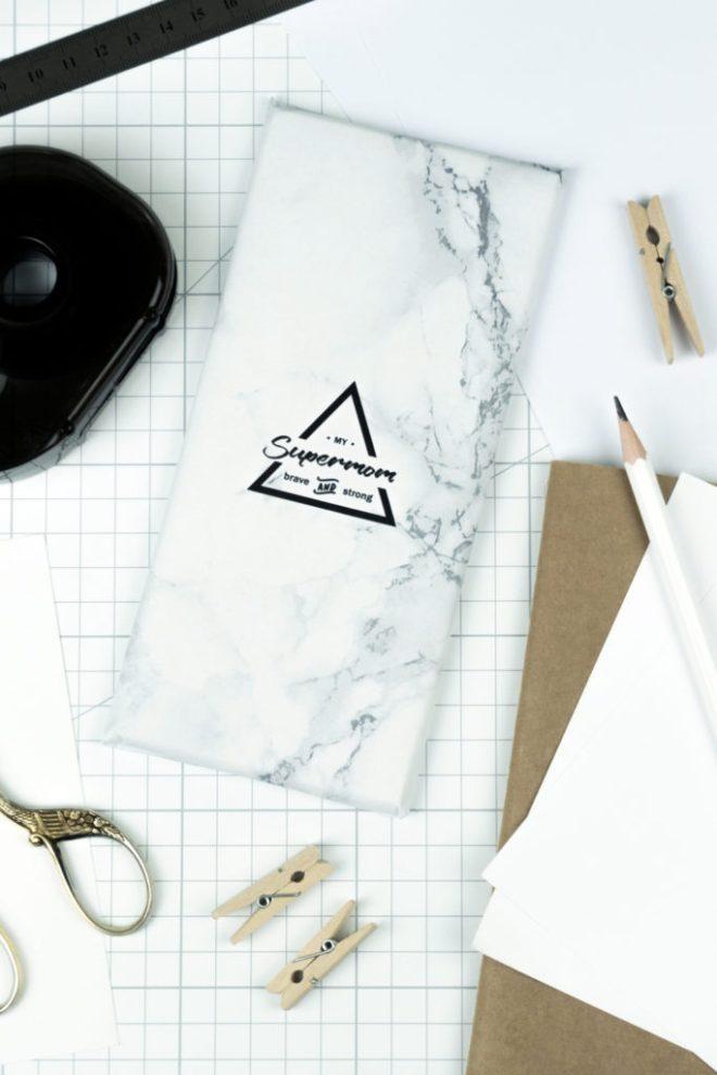 schereleimpapier DIY und Upcycling Blog aus Berlin - kreative Tutorials für Geschenke, Möbel und Deko zum Basteln – Muttertagsgeschenk selber machen –Marmor Schokoladen Papier Freebie