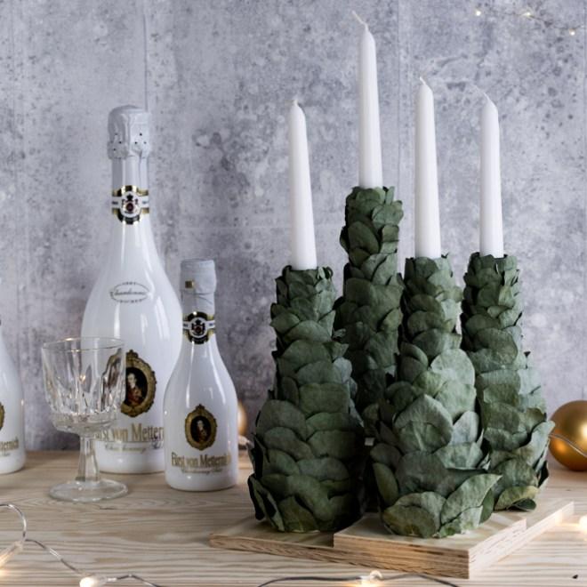 DIY Adventskranz selber machen Upcycling Idee mit Sektflaschen für Weihnachten . schereleimpapier DIY und Upcycling Blog aus Berlin - kreative Tutorials für DIY Geschenke, DIY Möbel und DIY Deko zum Basteln
