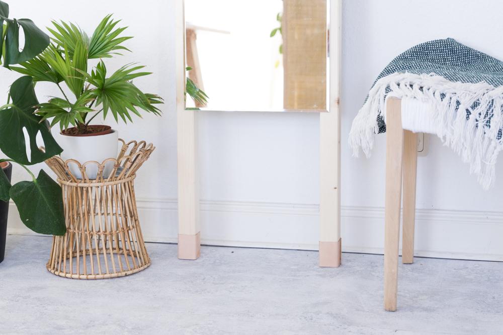 Basteln mit Holz & Leder: Spiegel zum Anlehnen easy selber bauen