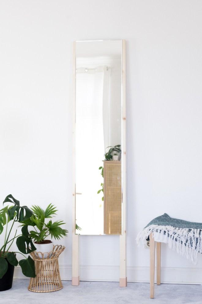 basteln mit holz leder spiegel zum anlehnen easy selber bauen. Black Bedroom Furniture Sets. Home Design Ideas