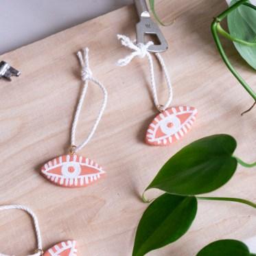 DIY schlüsselanhänger basteln schereleimpapier kreative Tutorials für DIY Geschenke, DIY Möbel und DIY Deko zum Basteln