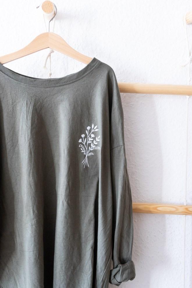 DIY T Shirt bemalen schereleimpapier kreative Tutorials für DIY Geschenke, DIY Möbel und DIY Deko zum Basteln
