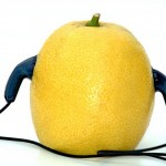 Zitrone hört Musik
