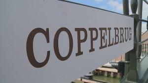 Op 17 december werd de brug na maanden van vertraging alsnog geopend. De naam Coppelbrug is een verwijzing naar Jan Coppelstock. De schipper die in maart 1572 de geuzen hielp bij de verovering van Den Briel op de Spanjaarden. Coppelstock voer tussen Maassluis en Brielle.