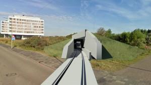 Bewoners van de appartementencomplexen aan de Badweg in Hoek van Holland hebben woensdag aandacht gevraagd voor overkapping van het metrospoor naast hun woningen. Zij vragen om ongelijkvloerse kruising bij de Strandweg. Dit in verband met de   veiligheid en eventuele geluidsoverlast. Meerkosten: 15 miljoen euro. De Vereniging  van eigenaren drong hier op aan tijdens het werkbezoek van de Rotterdamse raadscommissie Economie, Haven, Mobiliteit en Duurzaamheid (EHMD).