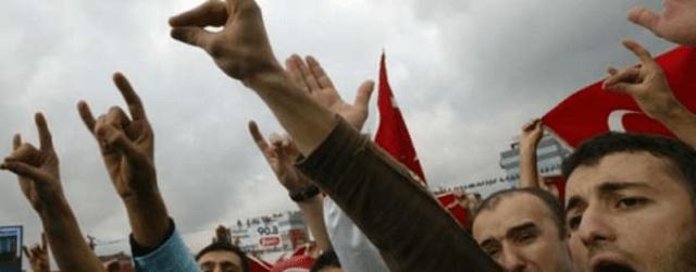 BURGEMEESTER VLAARDINGEN ONTVANGT TURKSE FASCISTEN
