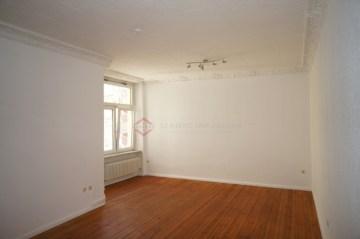 *Ruhige Hoflage* Charmante 2-Zimmer-Altbauwohnung mit Dielenboden in Moabit, 10551 Berlin, Etagenwohnung