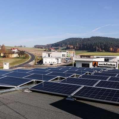 Photovoltaikanlage auf dem Dach von Schinko Gebäude. - Photovoltaikanlage auf dem Dach von Schinko Gebäude.