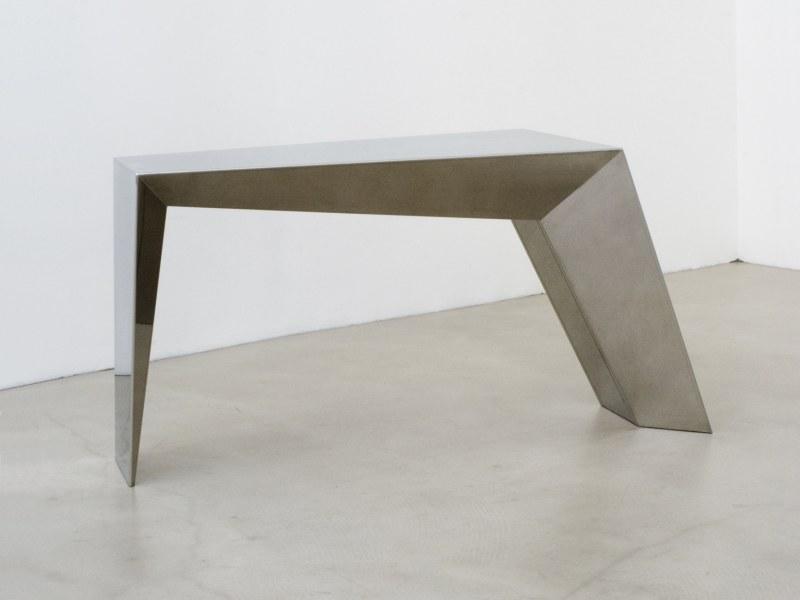 An Unbalanced Table von Thomas Feichner