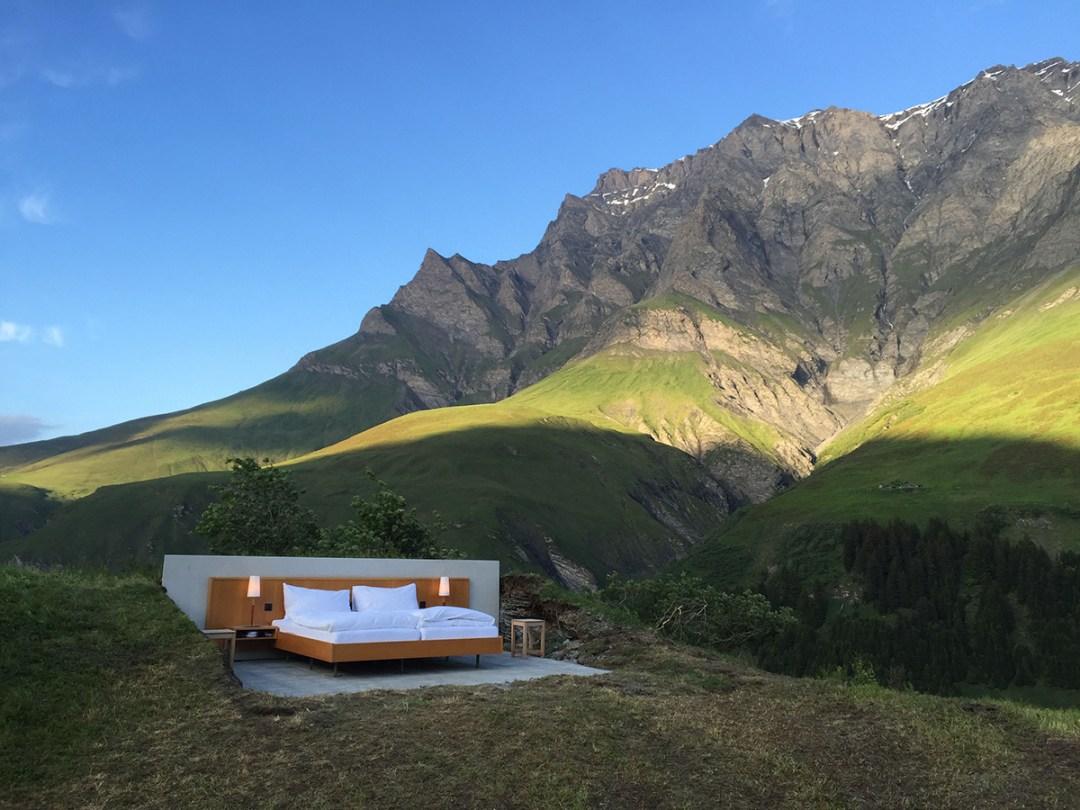 Overnachten in een openluchthotel in de Alpen