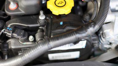 Thermresist-Thermotransferetiketten auf einem Automotor