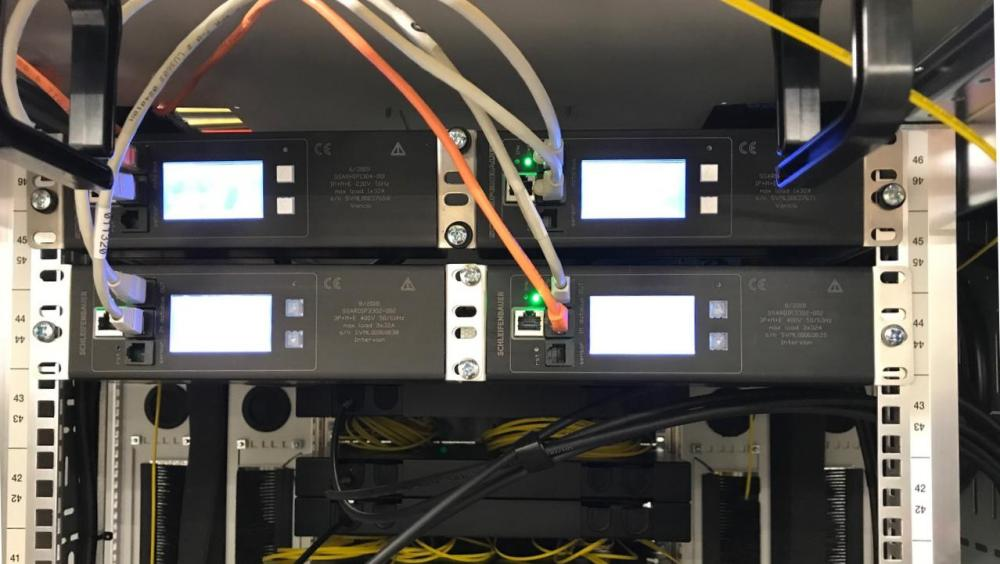 medium resolution of it is also possible to configure an inline meter as a half 19 inch model allowing two inline meters to be installed side by side in a server cabinet