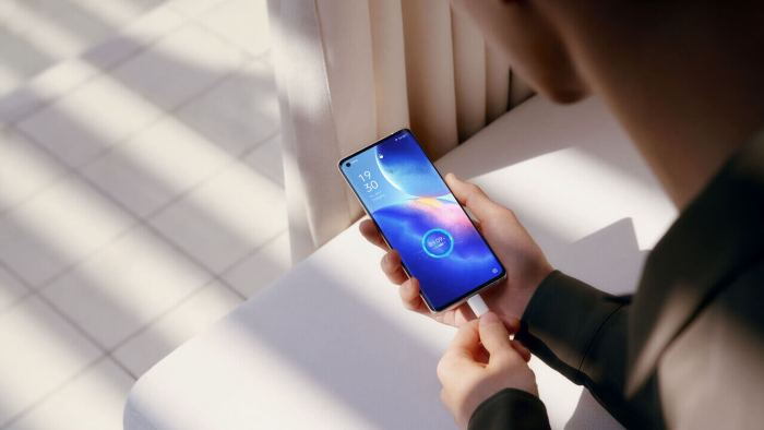Oppo Find X3 Neo Charging