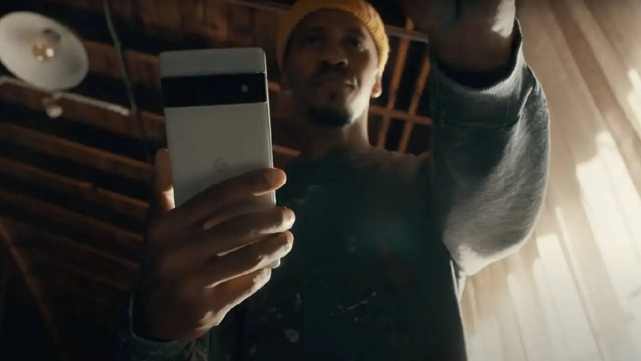 {Disarmed} Pixel 6 advertising: Google s new phone seen in hands for the first time