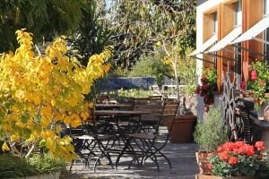 Gartenterrasse im Herbst