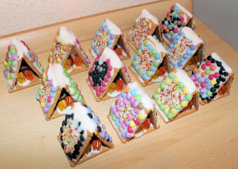 Kleine Zuckerhuschen aus Butterkeksen  SchneiderWerke