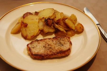 Lecker: Bratkartoffeln und Schnitzel (natur)