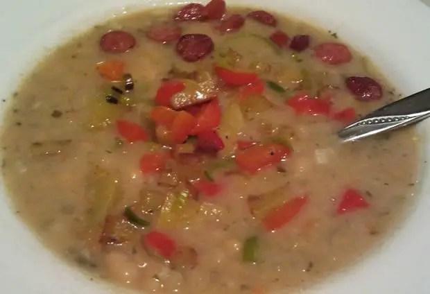 Weiße-Bohnen-Suppe mit Gemüsecroutons