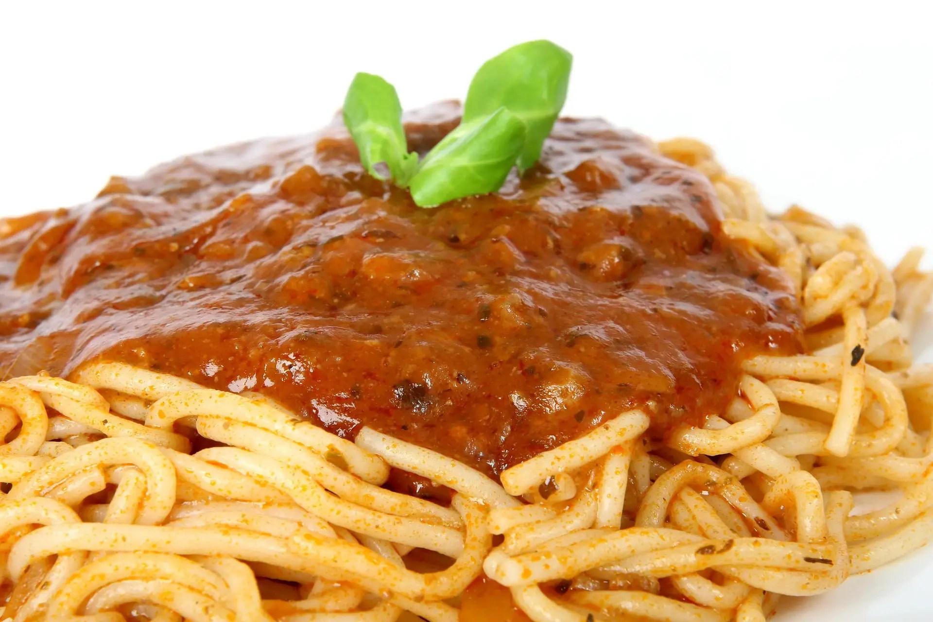 Spaghetti mit Tomatensoße und Brokkoli-Gratin