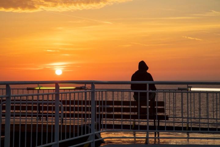 Ruhige Augenblicke an Bord: Meditation zu  Sonnenaufgang
