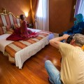Gleich mit drei tollen Modellen auf dem Hotelzimmer: Workshop Hotelshooting in Venedig.