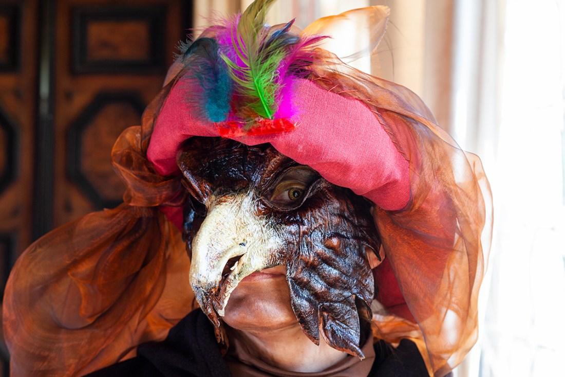 Felicitas mit Adlermaske. Ebenfalls beim Karneval.