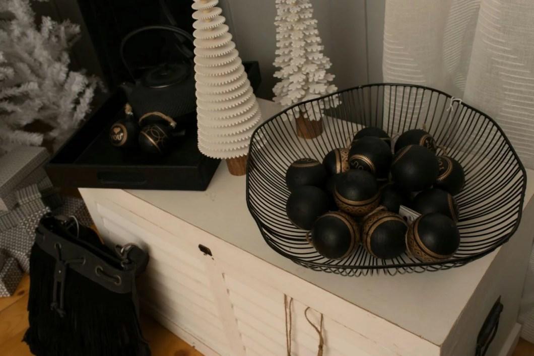 Weihnachtstrend Black Christmas Christkugeln
