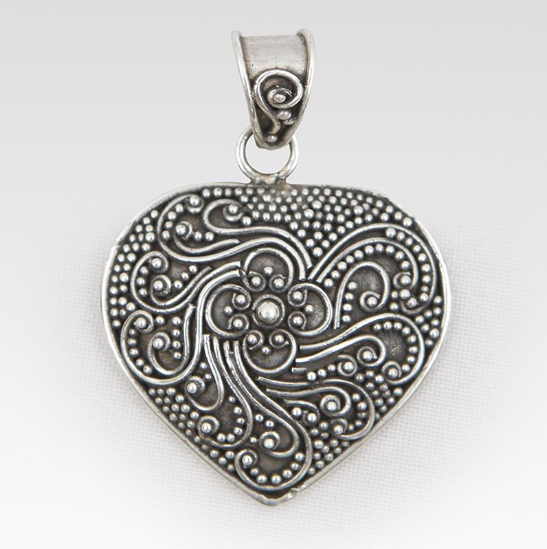 Herz Amulett mit Ornamenten  schnes fr menschen