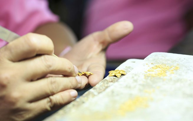 Goldschmied  traditioneller Handwerksberuf fr individuellen Schmuck