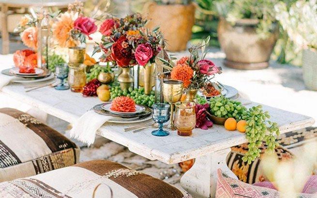 Tischdeko mit Blumen Stillvolles Ambiente fr Gste und