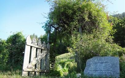 Zugang zu Rosis Bergkräutergarten - Irschen