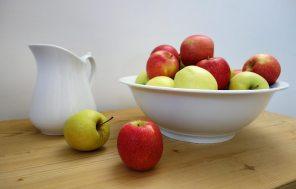 Äpfel warten bereits im Eingang auf die Gäste