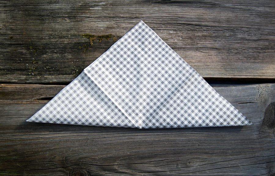 Serviette mittig falten
