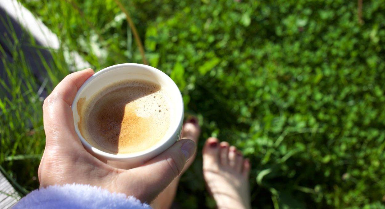 Kaffee Wiese Barfuss