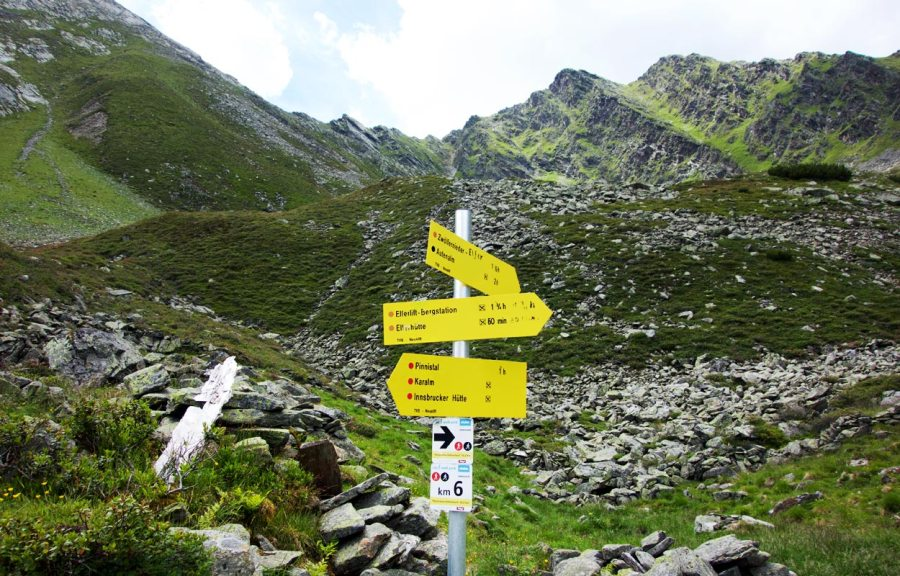 Wegweiser Elfer Stubaital Tirol