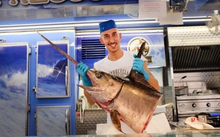 Fischverkäufer in Dogliani