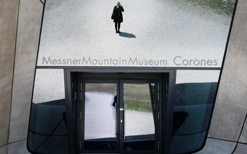 MMM Corones - Eingang mit Spiegel