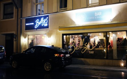 Bettys Bar am Abend