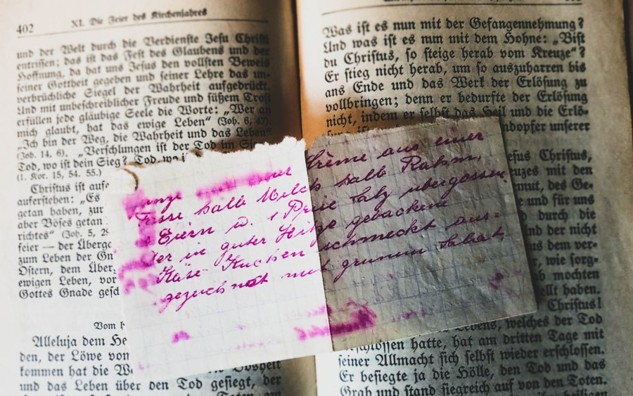 Handschriftliches Rezept aus einem alten Buch